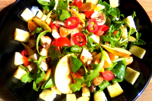 What is raw food? Raw food salad