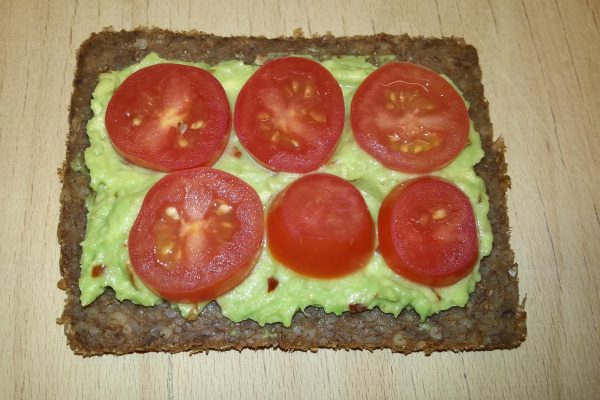 Pumpernickel slice with tomatoes